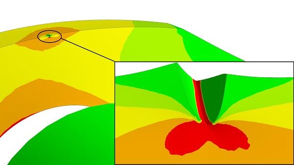 Rissöffnung einer Bruchmechanikanalyse an einer Stahlscheibe